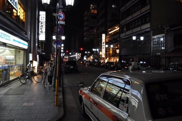 japon-taxi-porte-ouvre-automatiquement
