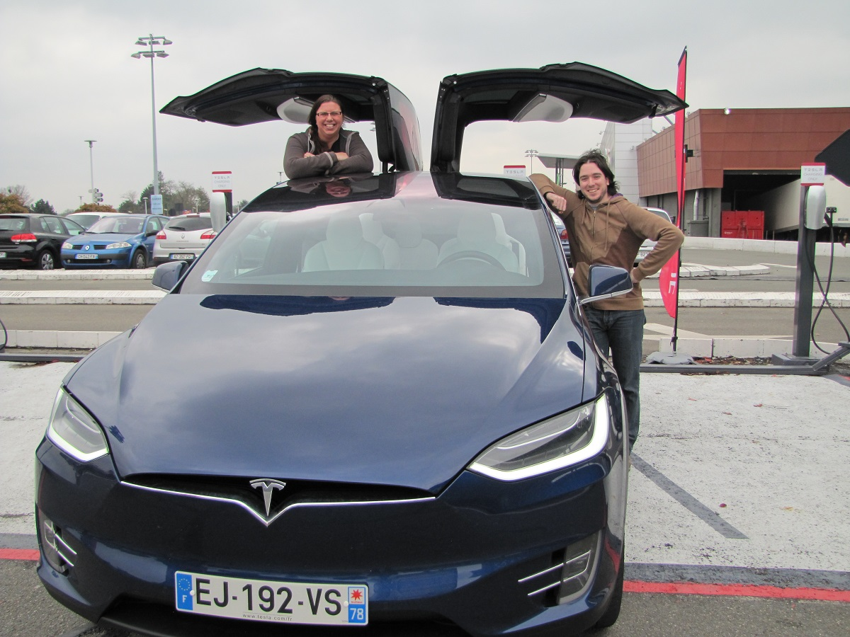tesla model x notre avis de gros nerds geekeries back to the geek. Black Bedroom Furniture Sets. Home Design Ideas